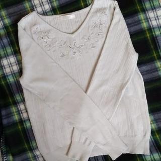 アストリアオディール(ASTORIA ODIER)のTRUDEA 花柄刺繍 Vネックニット 美品(ニット/セーター)