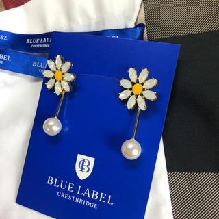 バーバリーブルーレーベル(BURBERRY BLUE LABEL)の新作 花柄 パール ピアス ブルーレーベルクレストブリッジ 吉岡里帆 sweet(ピアス)