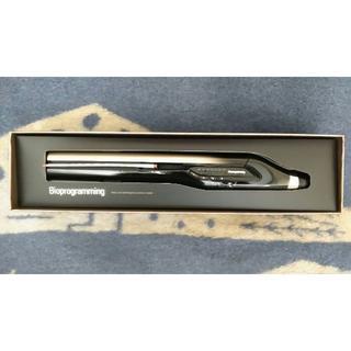 リュミエールブラン(Lumiere Blanc)のヘアビューロンの最上位モデル 4D Plus ストレートヘアアイロン(ヘアアイロン)