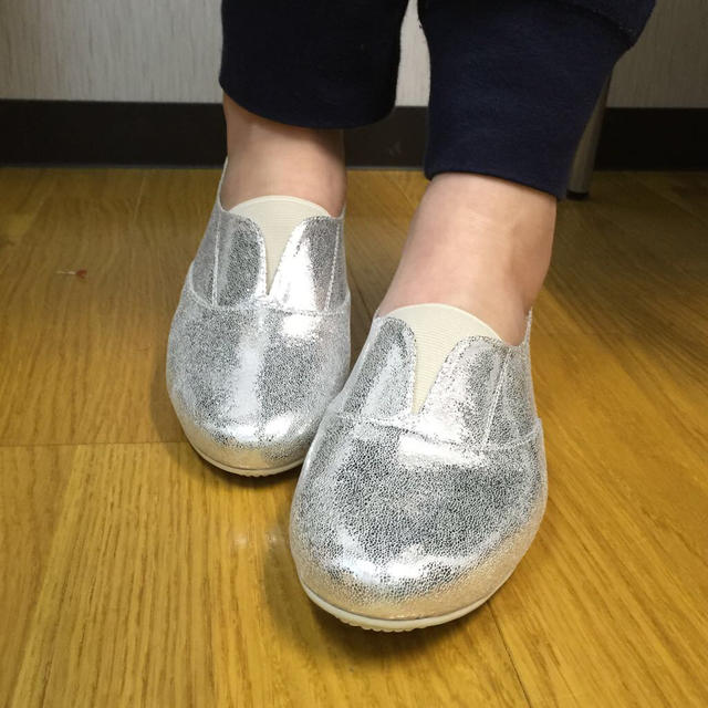 スニーカースリッポン☆シルバー、24cm レディースの靴/シューズ(スニーカー)の商品写真