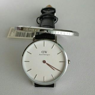 ダニエルウェリントン(Daniel Wellington)の【ワニブラック28MM】ダニエルウェリントン 時計とシルバー バングル  セット(腕時計)