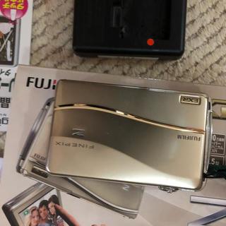 フジフイルム(富士フイルム)のFUJIFILM Z800 EXR(コンパクトデジタルカメラ)