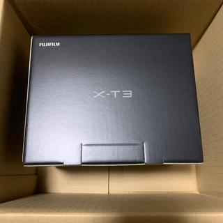 フジフイルム(富士フイルム)の富士フイルム X-T3 ボディ シルバー + 純正グリップ VG-XT3 セット(ミラーレス一眼)
