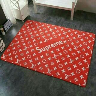シュプリーム(Supreme)の♡新品未使用♡ Supremeカーベット滑り止め付(カーペット)