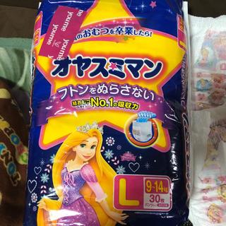 ディズニー(Disney)のオヤスミマンLサイズ30枚入り女の子用(トレーニングパンツ)