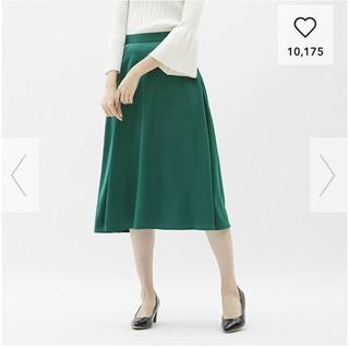 ジーユー(GU)のGU  サテンフレアミディスカートMサイズ  グリーン(ひざ丈スカート)