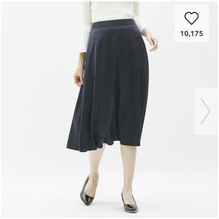ジーユー(GU)のGU  サテンフレアミディスカートMサイズ  ネイビー(ひざ丈スカート)