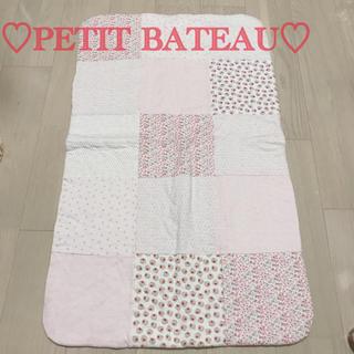 プチバトー(PETIT BATEAU)のプチバトー パッチワークブランケット(おくるみ/ブランケット)