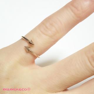 2〜2.5号サイズ ステンレス製 ピンクゴールド 矢印リング ピンキーリング (リング(指輪))
