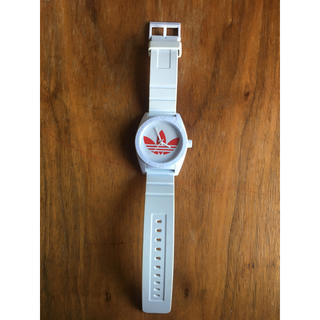 アディダス(adidas)のアディダスオリジナル 腕時計 赤 ケース付き(腕時計(アナログ))