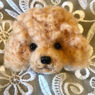 羊毛フェルトトイプーのブローチ(ぬいぐるみ)