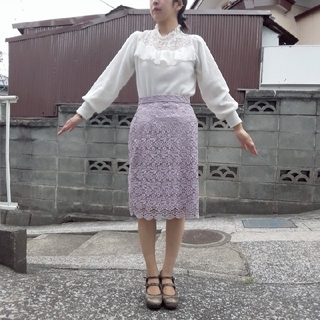 ユニクロ(UNIQLO)の流行色パープル UNIQLO レースタイトスカート M(ひざ丈スカート)