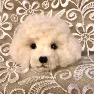 羊毛フェルトホワイトトイプーのブローチ(ぬいぐるみ)