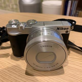 ニコン(Nikon)の【Nikon】nikon1 J5 ダブルズームレンズキット シルバー(ミラーレス一眼)