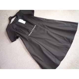 トゥービーシック(TO BE CHIC)の大きいサイズ 新品 TO BE CHIC パール飾りがかわいいドレス 46 黒 (ひざ丈ワンピース)