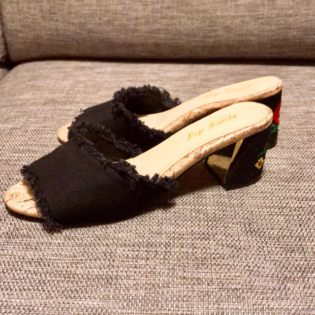 【値下げ】サンダル 刺繍入り レディースの靴/シューズ(サンダル)の商品写真