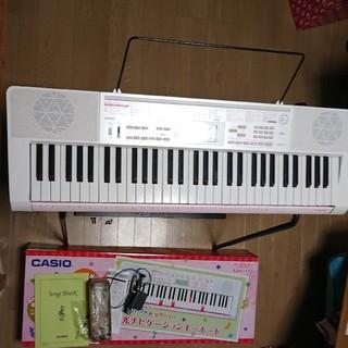 カシオ(CASIO)の送料無料♪ CASIO カシオ キーボード 光ナビゲーション LK-111(キーボード/シンセサイザー)