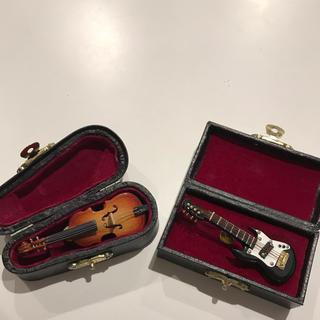 ミニチュア ギター バイオリン フィギュア ピンバッチケース付き(ミニチュア)