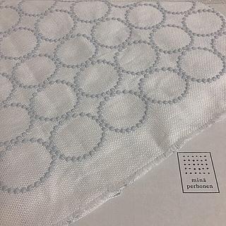 ミナペルホネン(mina perhonen)の♯16 ミナペルホネン tambourine 刺繍 リネン 新品 期間限定販売(ファブリック)