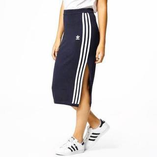 アディダス(adidas)のadidas originals ロングスカート ネイビー(ひざ丈スカート)