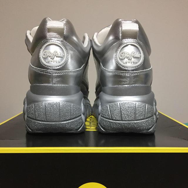 Buffalo(バッファロー)のBUFFALO LONDON SILVER-PLATFORM SNEAKERS レディースの靴/シューズ(スニーカー)の商品写真
