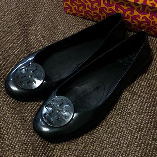 トリーバーチ(Tory Burch)のぽにょ様専用 トリーバーチ ラバーフラットパンプス ブラック 8 24.5cm(レインブーツ/長靴)
