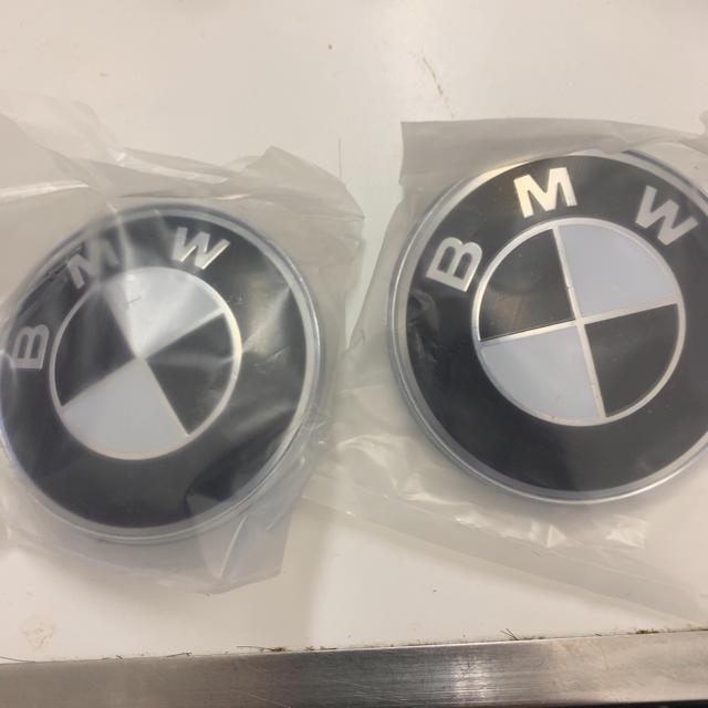 BMW(ビーエムダブリュー)のBMW ブラック/ホワイト エンブレム 二個セット 82mm 自動車/バイクの自動車(車外アクセサリ)の商品写真