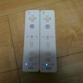 ウィー(Wii)の⑤ wiiリモコン 2本(家庭用ゲーム本体)