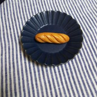 メルロー(merlot)のフランスパン ブローチ (ブローチ/コサージュ)