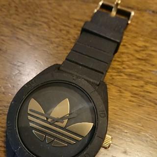 アディダス(adidas)のアディダス サンティアゴ ブラック×ゴールド(腕時計(アナログ))