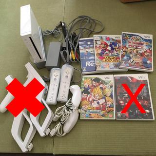 ウィー(Wii)のWii本体 すぐに遊べるセット(家庭用ゲーム本体)