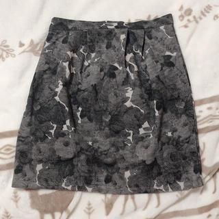 オゾック(OZOC)のOZOC 花柄 タイト スカート(ひざ丈スカート)