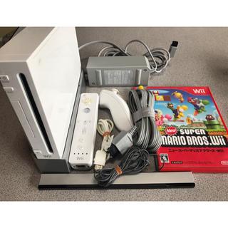 ウィー(Wii)のWiiセット(リモコン、マリオブラザーズWiiソフト付き)(家庭用ゲーム本体)