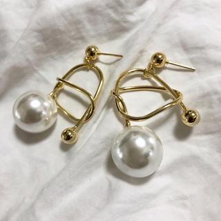 アメリヴィンテージ(Ameri VINTAGE)の《outlet》j101.gold tie pearl pierce(ピアス)