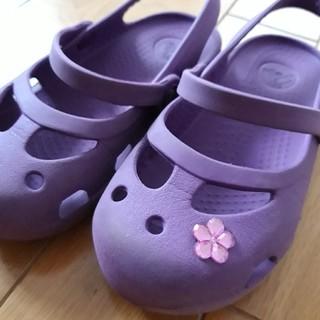 クロックス(crocs)の子供用 クロックス サンダル 紫色 17.5cm C10(サンダル)