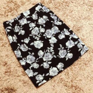 しまむら - しまむら*花柄タイトスカート*美品