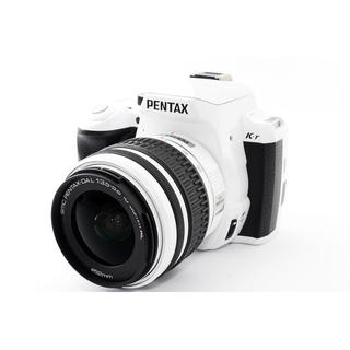 ペンタックス(PENTAX)の☆スタイリッシュデザイン♪WiFiカード付き☆ペンタックス K-r ホワイト(デジタル一眼)