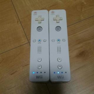 ウィー(Wii)の⑥ wiiリモコン 2本(家庭用ゲーム本体)