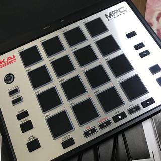 AKAI MPC ELEMENT(MIDIコントローラー)