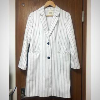 オゾック(OZOC)のozoc オゾック 美品 コート ストライプ ホワイト 白 ロングコート(チェスターコート)