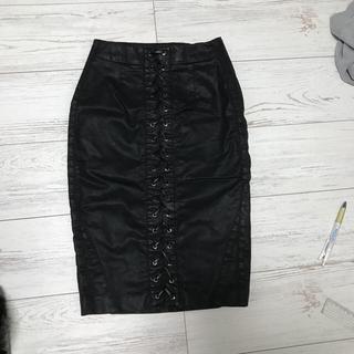 ゲス(GUESS)の新品GUESSレザータイトスカート。(ひざ丈スカート)