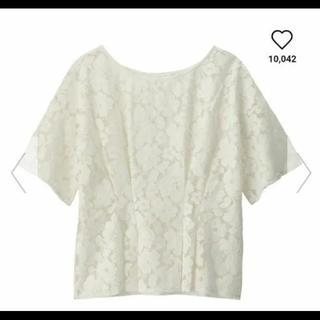 ジーユー(GU)のGU花柄レーストップス白(カットソー(半袖/袖なし))