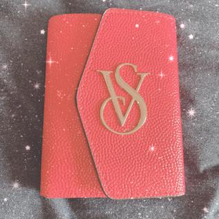 ヴィクトリアズシークレット(Victoria's Secret)のVictoriaSecret パスポートケース(パスケース/IDカードホルダー)