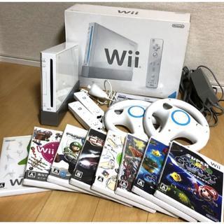 ウィー(Wii)のWii ☆ 本体 ソフト 8本 リモコン ハンドルコントローラー セット(家庭用ゲーム本体)