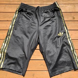 アディダス(adidas)のadidas originals 黒×金ジャージ ハーフパンツ(ショートパンツ)