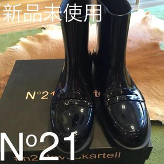 ヌメロヴェントゥーノ(N°21)の 【新品未使用】N°21 #kartell ヌメロ レインブーツ 24.5cm黒(レインブーツ/長靴)