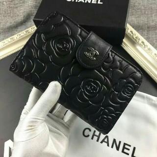 CHANEL - 新未使用 { chanel} 二つ折り財布