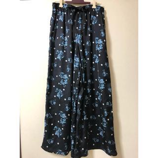 w closetのサテンのパンツ