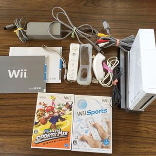 ウィー(Wii)のwii 本体 + ソフト2本 (家庭用ゲーム本体)