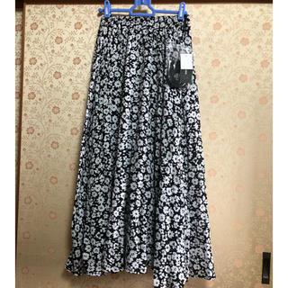 しまむら - 新品 コバナケシフレアスカート ベルト付き モノトーン 花柄スカート サイズM